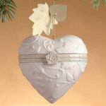 "3"" Currant Leaf Porcelain Hinged Heart Ornament"